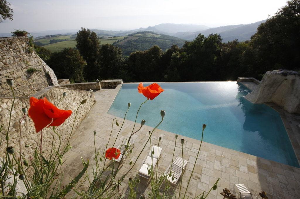 borgo-pignano-italia-35403-1385728833