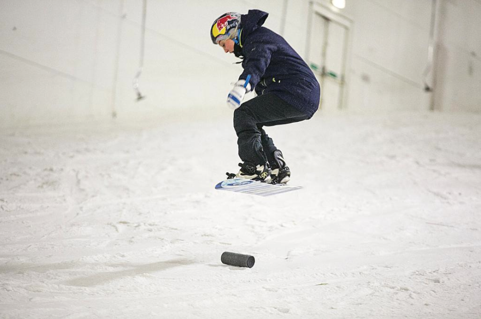 Snowboarding with Aimee Fuller at the UE Megaboom launch
