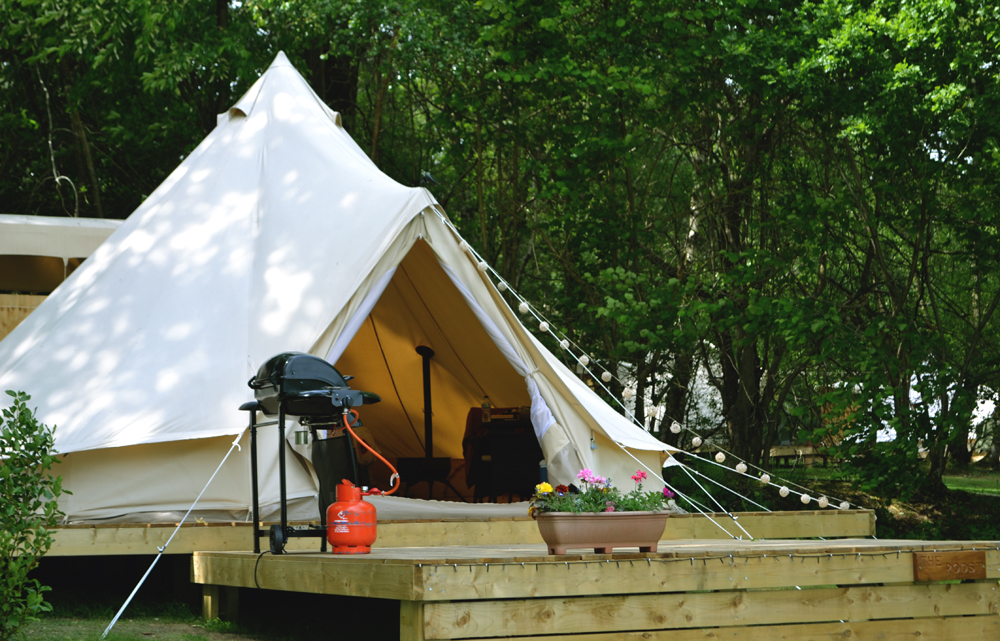 Exploring the Dorset coast with Dorset Tea - glamping and foraging
