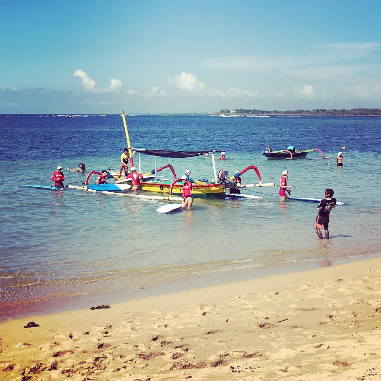 3surfboard-and-boat-in-sanur
